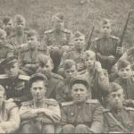 Святослав Сергеевич Лавров. Первый справа в нижнем ряду. 1945