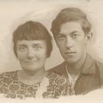 С матерью перед войной
